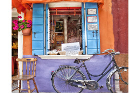 Burano-Italy-a-chair-and-a-bicycle